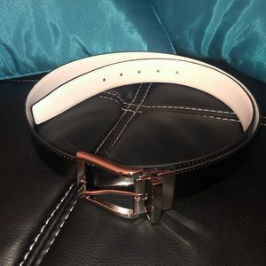 Women's black/white leather reversible belt. L